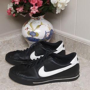 Black & White Men's Nike Sneakers